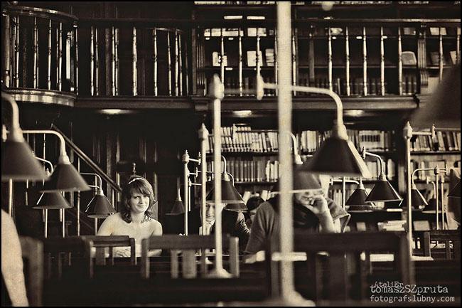 IMG 0011 copy - Zapowiedź, Ślub, sesja w bibliotece, Fotografia ślubna, Fotograf ślubny Poznań, Fotograf ślubny, fotograf Poznań, biblioteka