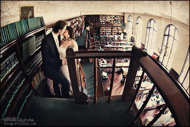 IMG 01391 - Zapowiedź, Ślub, sesja w bibliotece, Fotografia ślubna, Fotograf ślubny Poznań, Fotograf ślubny, fotograf Poznań, biblioteka